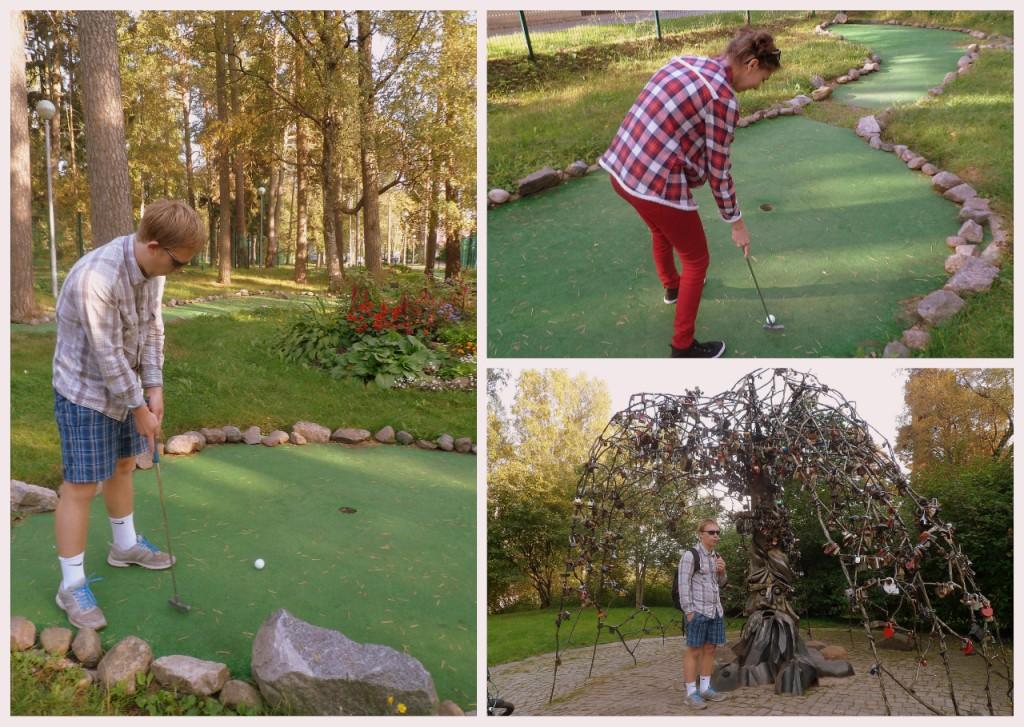 Мини-гольф и дерево которое коллекционирует замки новобрачных