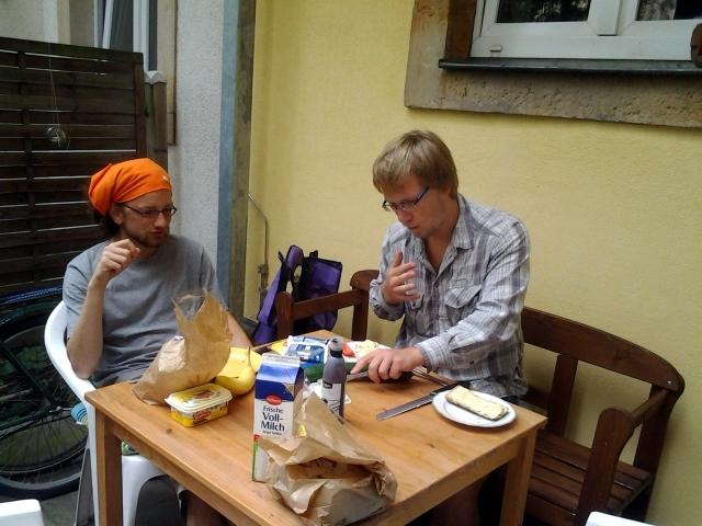 В Дрездене тоже любят завтракать во дворе