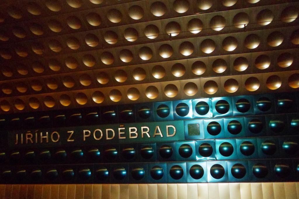 Оформление станции метро в Праге