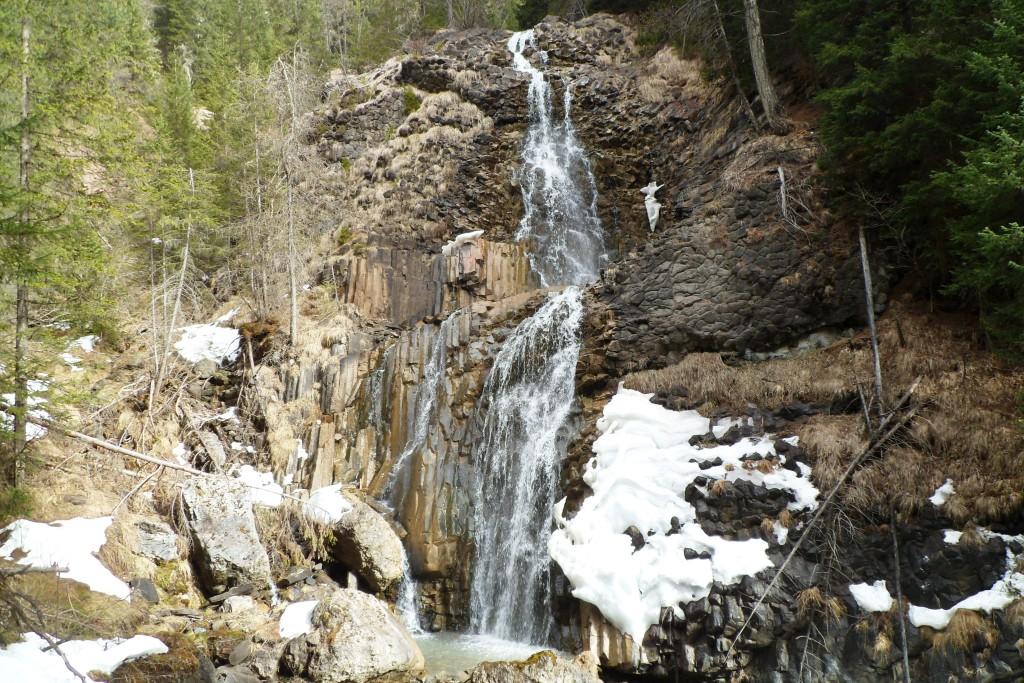 Водопад в Доломитовых Альпах