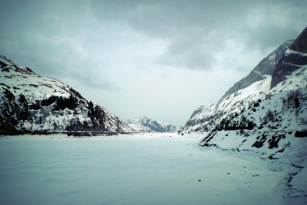горное озеро на плато Мармолада