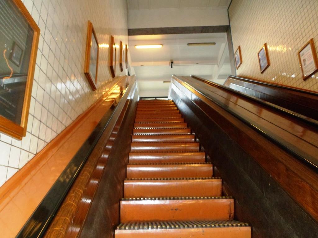 Оригинальный деревянный эскалатор 1933 года выпуска
