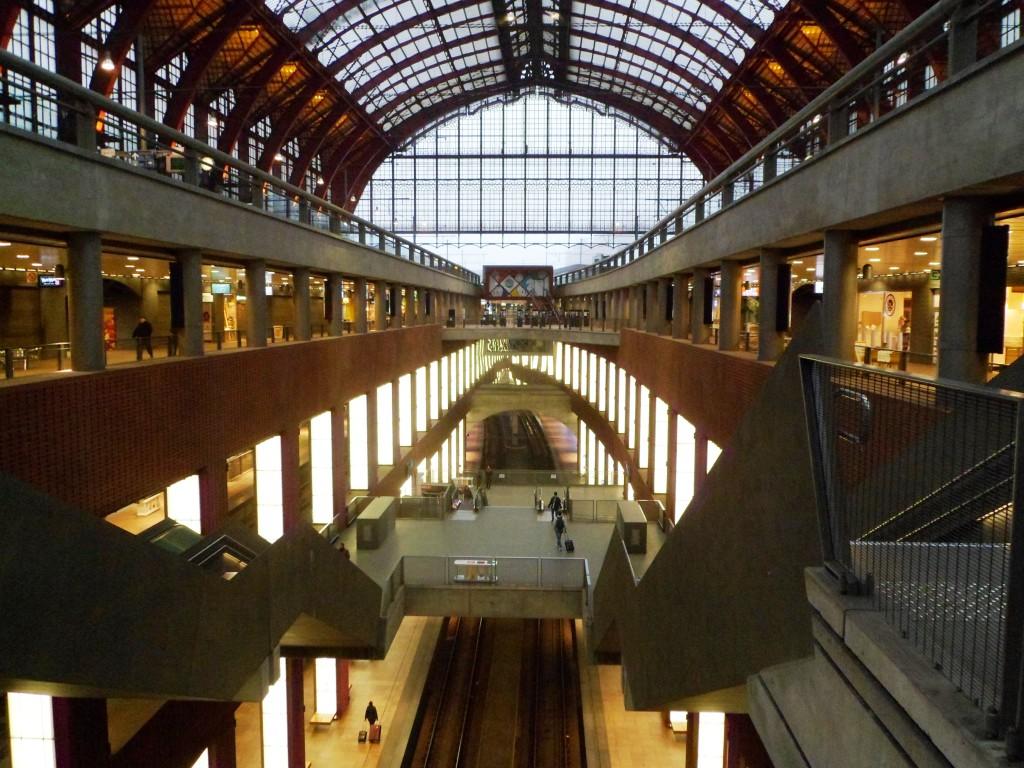 Многоуровневый вокзал Антверпена