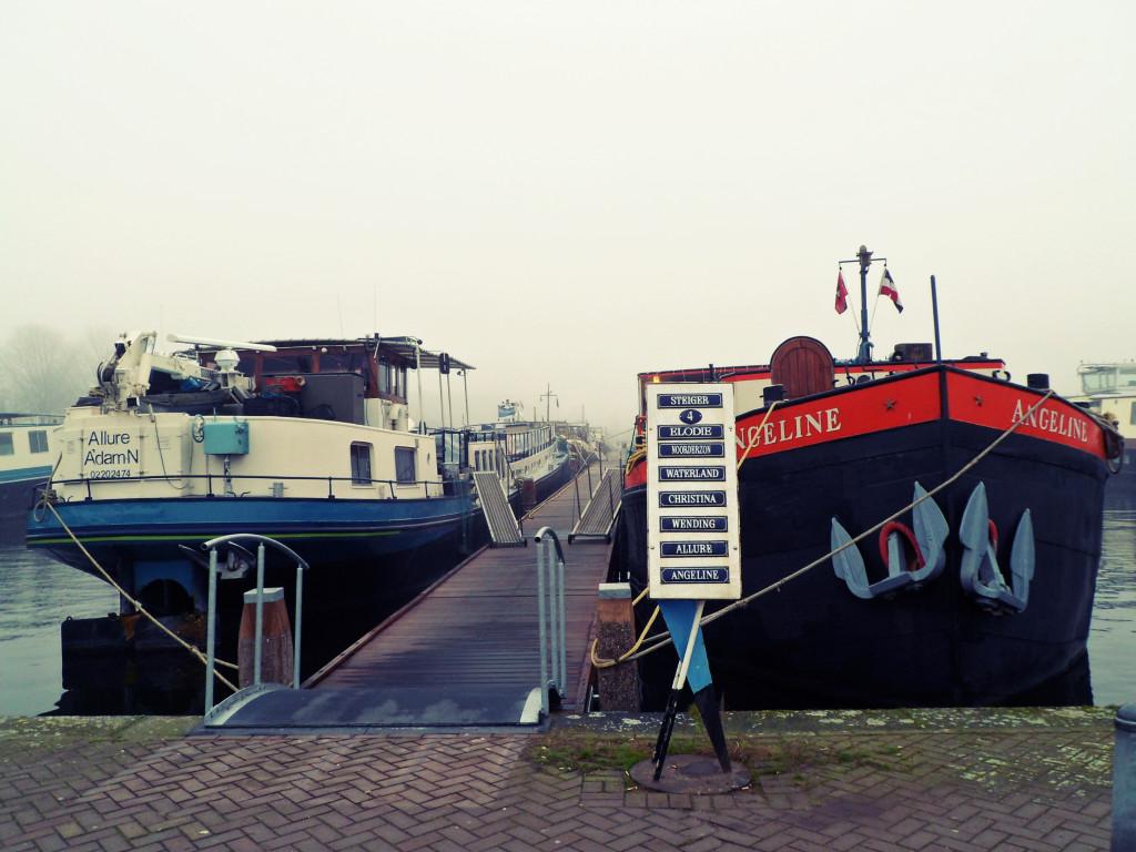амстердамский отель в корабле