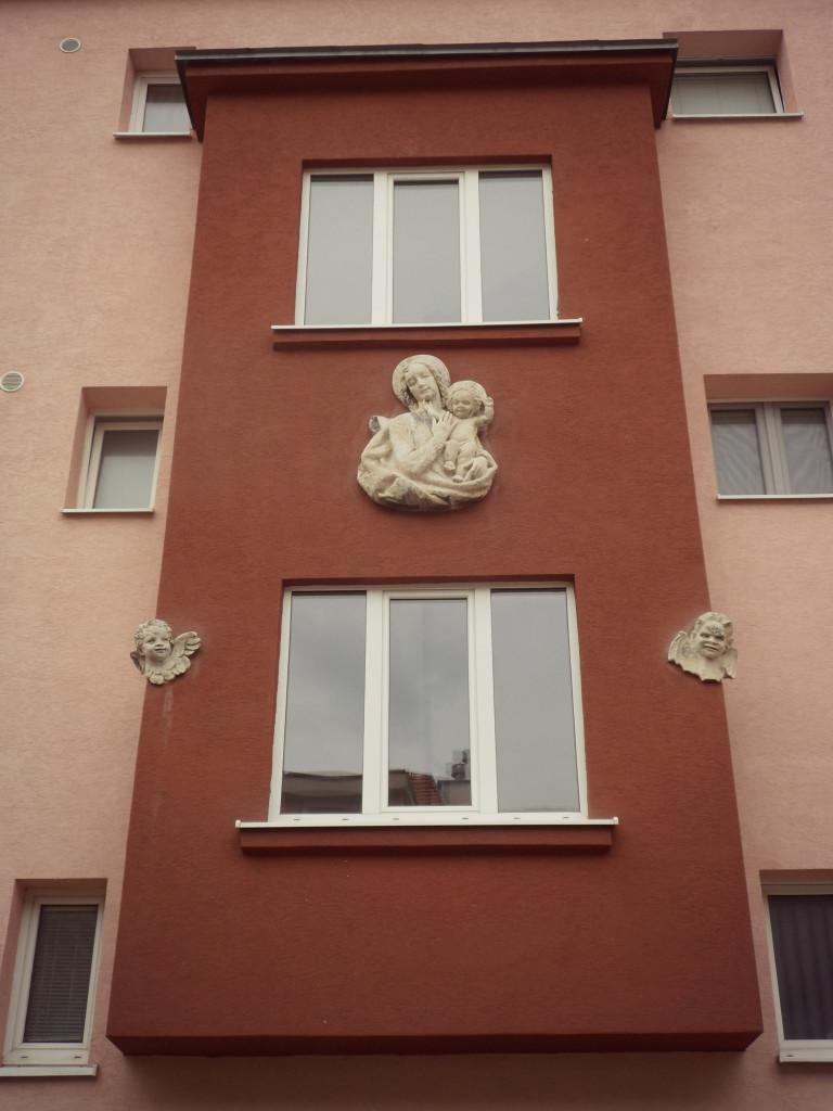 skulptura na brateslavskom dome