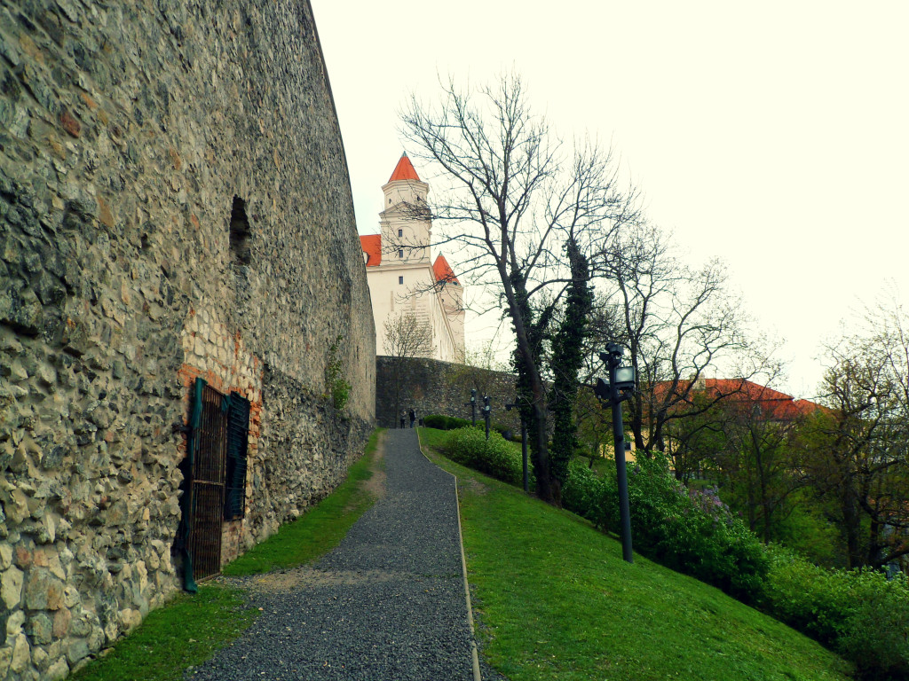 Bratislavskii grad snaruzi